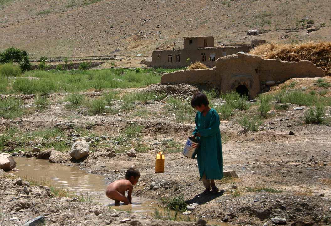 Afghanistan children in the creek