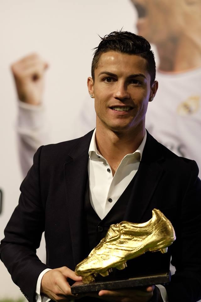 Cristiano Ronaldo rece...